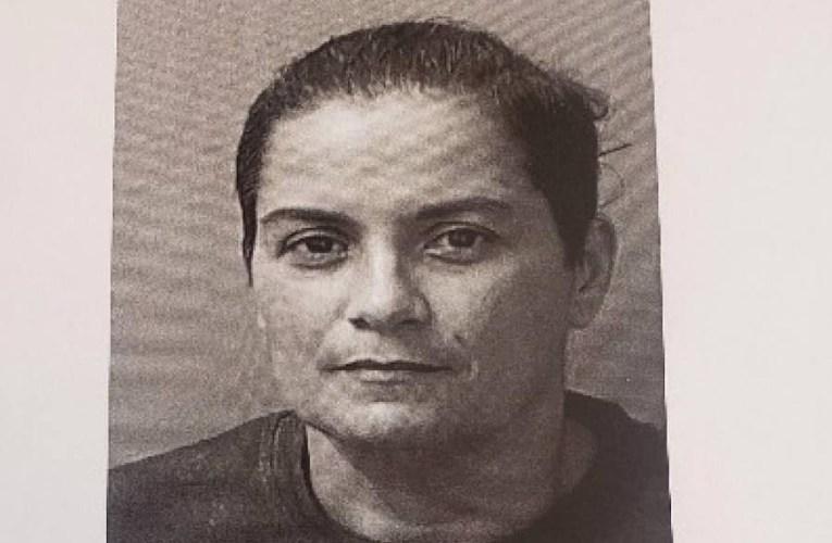 Radican cargos contra una agente de la policía por violencia doméstica