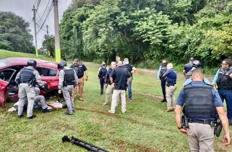 Arrestan pareja que cometió varios carjacking en medio de una persecución en un vehículo hurtado en Vega Baja