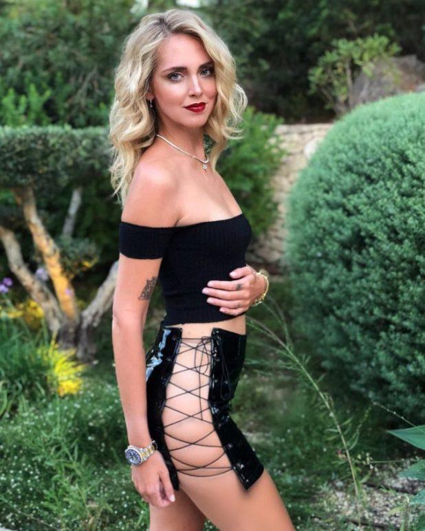 Chiara Ferragni con minifalda de Danielle Guizio