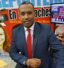 Abofetean comunicador Alberto Hiraldo por grabar una persona en la policia