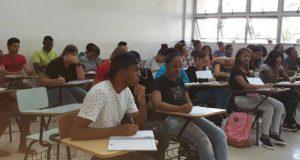 Estudiantes y Profesores no acatan llamado a no docencia en la UASD