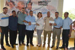 Gobierno entrega más de 8 millones de pesos a tabaqueros de Santiago
