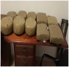 PN ocupa 100 libras de presunta marihuana en diez paquetes encontrados en jeepeta abandonada en Dajabón.