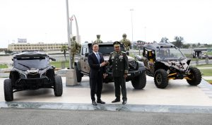 Procurador entrega tres vehículos todo terreno a Ministerio de Defensa para reforzar vigilancia en la frontera