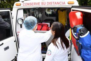 Entregan primera ambulancia para traslado de pacientes de COVID-19 en Santiago