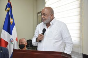 Ministro de Educación saluda integración de la sociedad al Plan Educación para Todos.