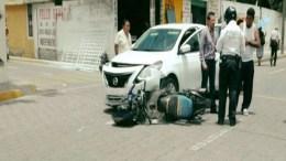 Atropella auto a motociclista, cerca del Conalep