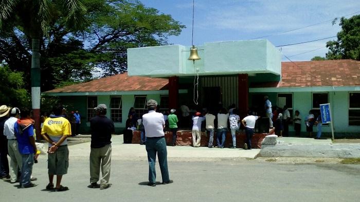 Protestan contra presidente auxiliar de Calipan