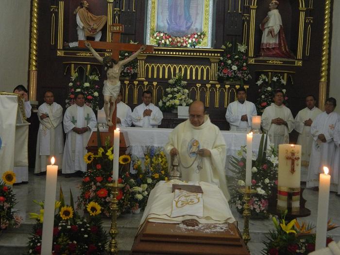 Dan último adiós al Padre Trino