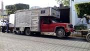 Aseguran otra camioneta con combustible robado