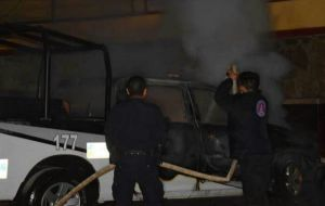 Habitantes quemaron una patrulla