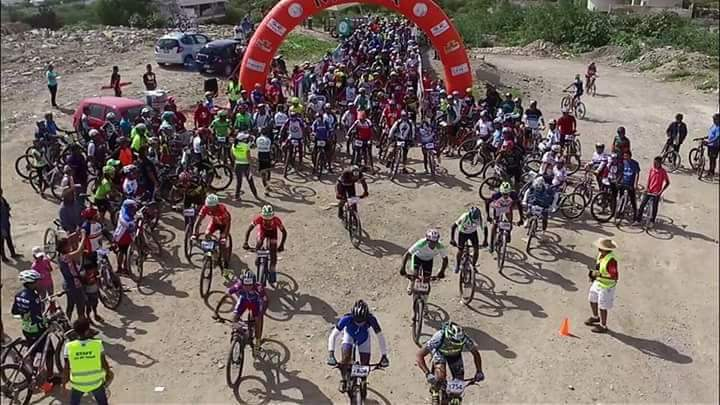 Cientos de ciclistas de montaña