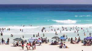 Playas de Huatulco reabrirán solo a turismo local