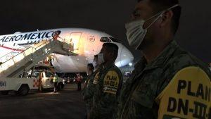 Llega avión con ventiladores para atender emergencia sanitaria por Covid-19