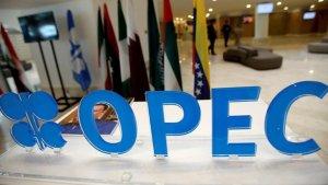 La OPEP y Rusia acuerdan recorte en producción de petróleo