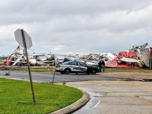 Aumentan a 32 los muertos por tornados en EU