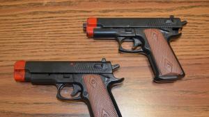 Cárcel para quien cometa delitos con armas de juguete
