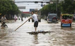 Suman 140 muertos o desaparecidos en China por lluvias