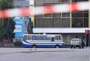 En Ucrania, hombre toma pasajeros de un autobús como rehenes
