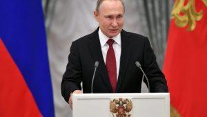 Rusos definen en consulta, permanencia de Putin