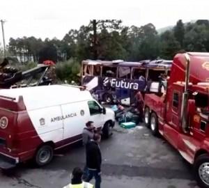 Volcadura de autobús en autopista México-Toluca, deja 13 muertos
