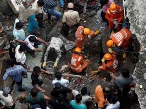 Derrumbe de edificio deja hasta el momento, 26 muertos en la India