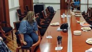 Mujer toma sala de juntas de CNDH. Exige justicia para su hija, víctima de violación