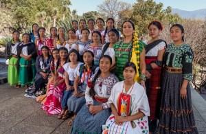 Las mujeres de Oaxaca cierran filas en torno al barro negro