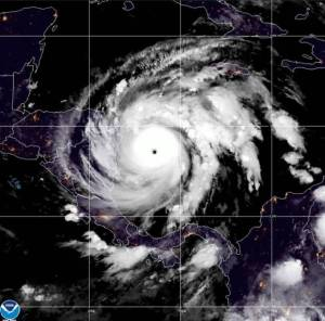 Huracán «Iota» ya está en Centroamérica