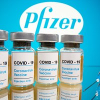 Mujeres lactantes vacunadas con Pfizer, transmiten anticuerpos a bebés