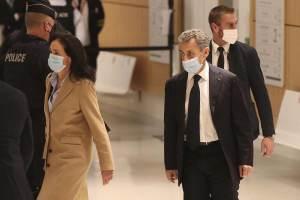 Comparece ex presidente francés, Nicolás Sarkozy, para responder a acusaciones de corrupción