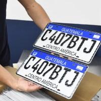 Benefician funcionarios guatemaltecos a proveedores, aunque no oferten mejor precio de placas vehiculares para los ciudadanos