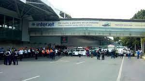 Padres de niños con cáncer toman el Aeropuerto ante falta de medicamentos