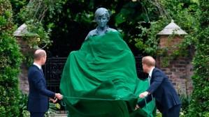 Develan estatua en honor a Diana de Gales