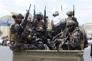 Proclama Talibán victoria con desfile en Kabul