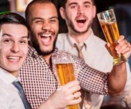 Luego de diez copas, los hombres sienten atracción por otros hombres, revela estudio.