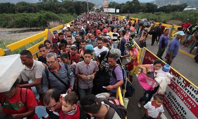 Permiten paso por el Puente Internacional Simón Bolívar de venezolanos varados en Colombia