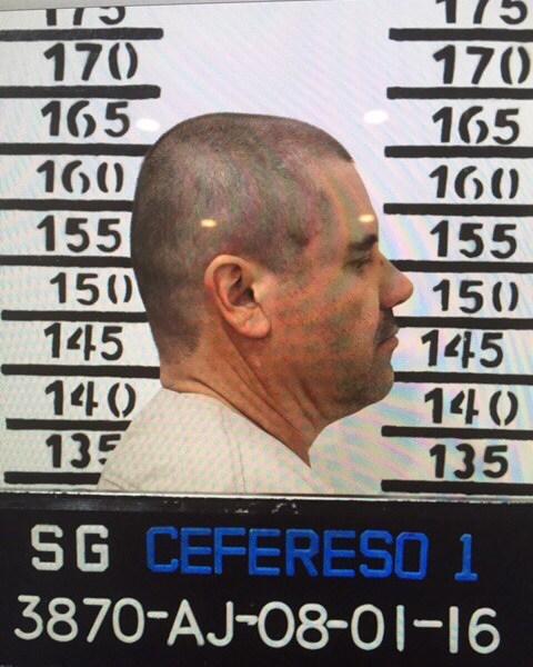 """El 8 de enero del 2016, """"El Chapo"""" Guzmán sale de perfil en una ficha signaléctica tomada en la prisión de Almoloya. (Mexico's federal government via AP)"""