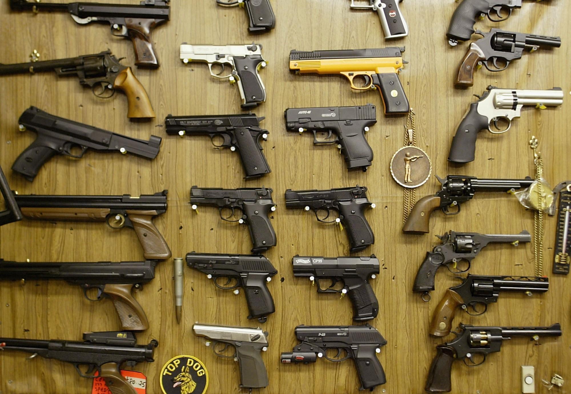 Venta de armas, armamento, trafico de armas, comercio de armas, armas de fuego, pistolas