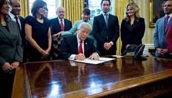 El presidente de Estados Unidos, Donald Trump firmó una orden ejecutiva para reducir la burocracia en la creación de pequeñas empresas (Getty Images)