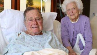 El expresidente de Estados Unidos, George H.W. Bus, y su esposa Barbara Bush