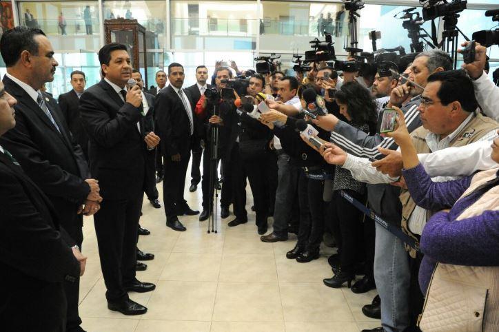 Gobernadores fronterizos se reúnen en Nuevo Laredo para analizar política migratoria en EU