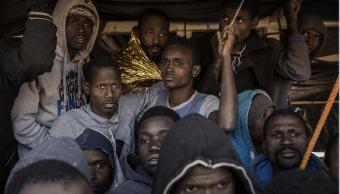 Migrantes africanos durante su llegada a costas europeas. (AP, archivo)