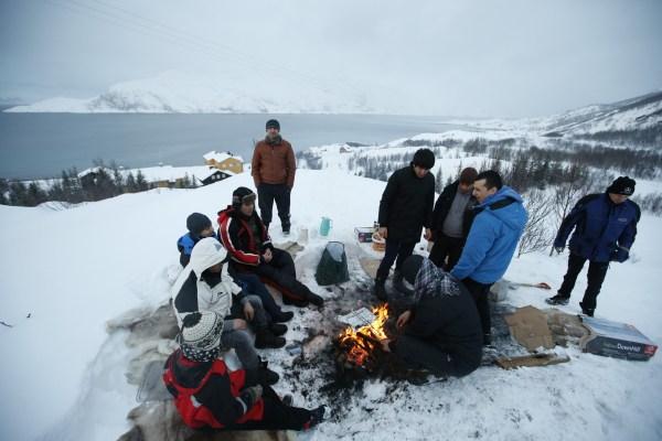 Solicitantes de asilo en el campo de refugio ubicado en la isla de Seiland, al norte de Noruega.