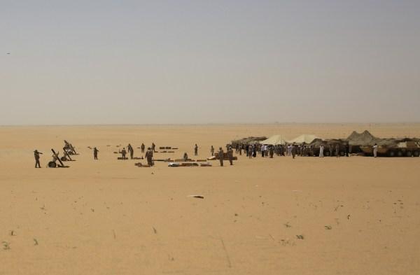 Milicias suditas disparan contra los insurgentes chiitas en Yemen, apoyados estos últimos por Irán
