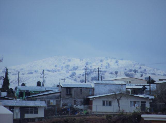 Bajas temperaturas, lluvia y fuertes vientos afectan Sonora