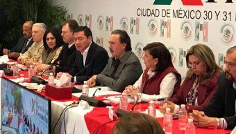 Osorio Chong afirmó que no es la intención de este gobierno que las fuerzas armadas se hagan cargo permanentemente de labores de seguridad pública (Twitter/@Emilio_Gamboa_)
