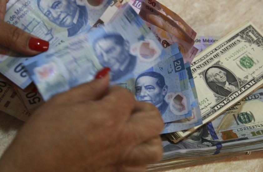 La divisa estadounidense se ofrece en un promedio a la venta en 19.85 pesos en el AICM (Getty Images/archivo)