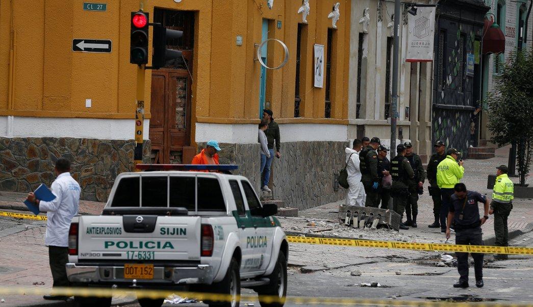 Un policía colombiano murió como consecuencia de la explosión que se registró en el barrio de La Macarena, en el centro de Bogotá. (REUTERS)
