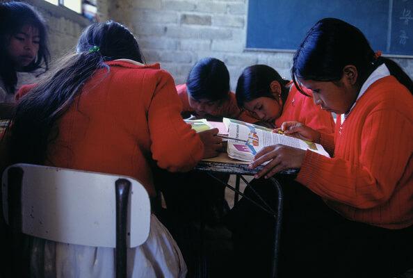 En México, las escuelas más pobres son las que obtuvieron los mejores resultados en la prueba PISA. (Getty Images, archivo)
